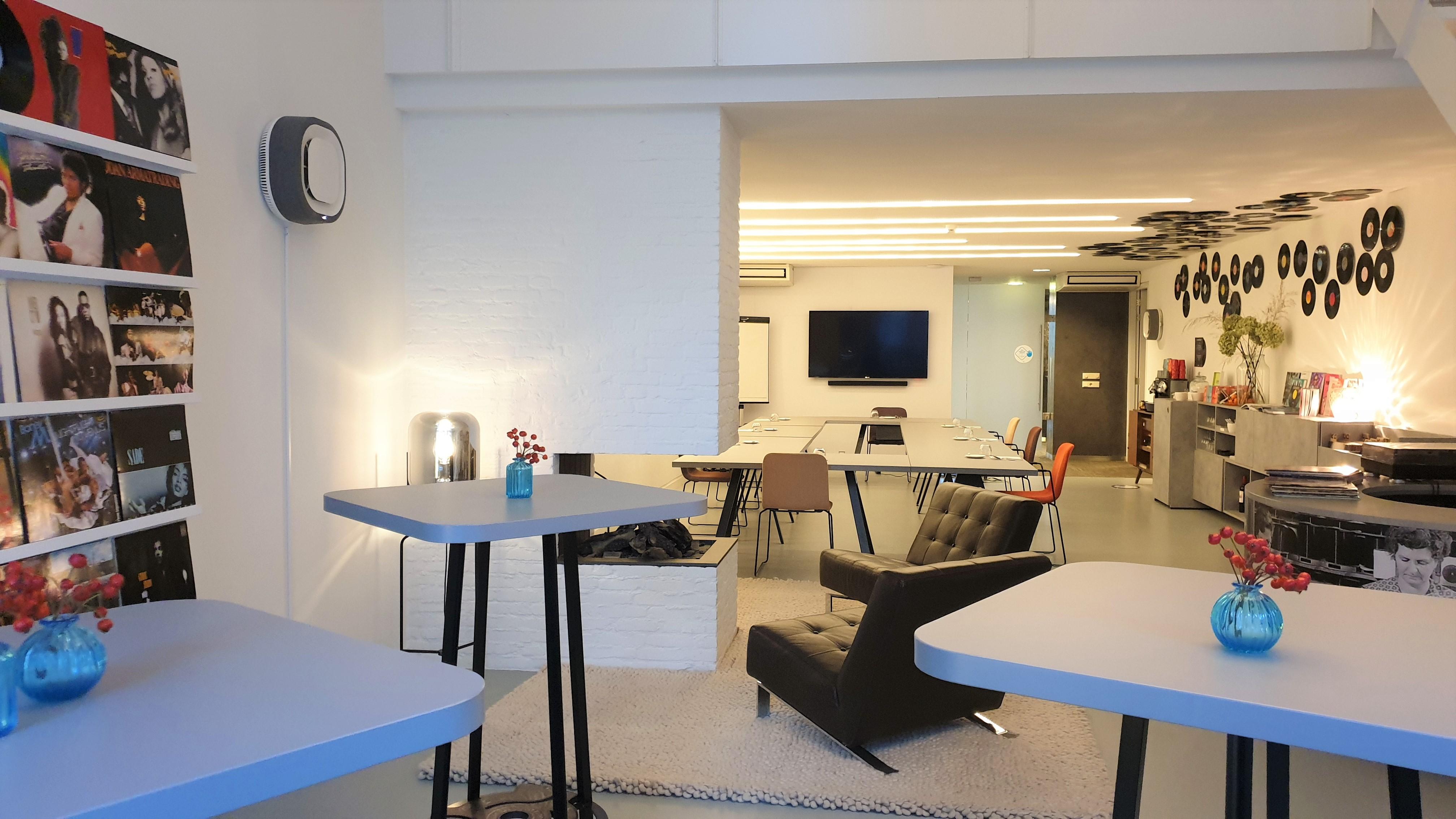 Music Meeting Lounge - Aura Smart Air